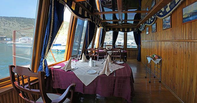 ресторан в виде лодки ялта